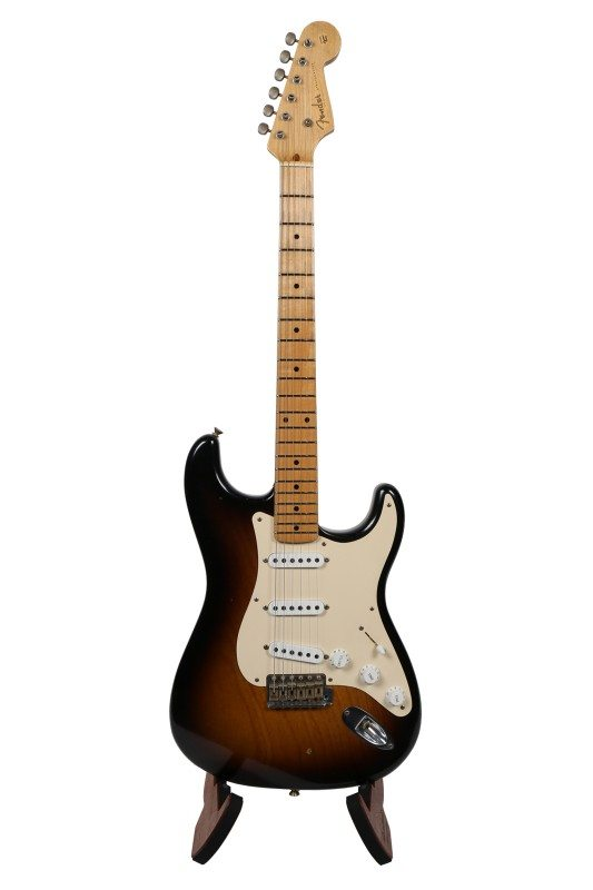 Fender Stratocaster Custom Shop Limited Edition – 1955 STRATOCASTER RELIC 2TSB LTD Guitar Review