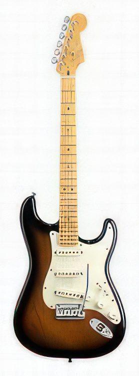 Fender Stratocaster AMERICAN DELUXE STRATOCASTER V NECK Guitar Review