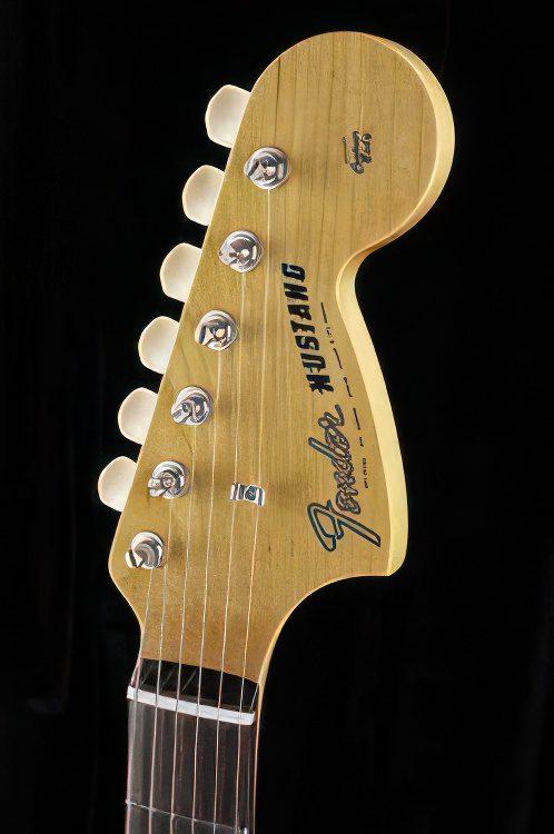 FENDER 65 Mustang® Classic Guitar Review